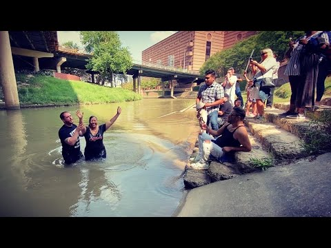 Beautiful baptisms in Houston's Buffalo Bayou, Torch of Christ Ministries | Phillip Blair