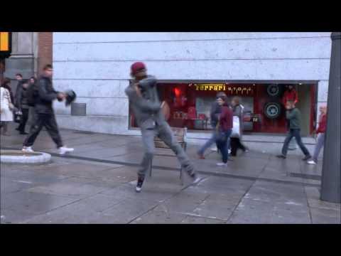 """Skrillex & Damian """"Jr. Gong"""" Marley - Make It Bun Dem (Robot)"""