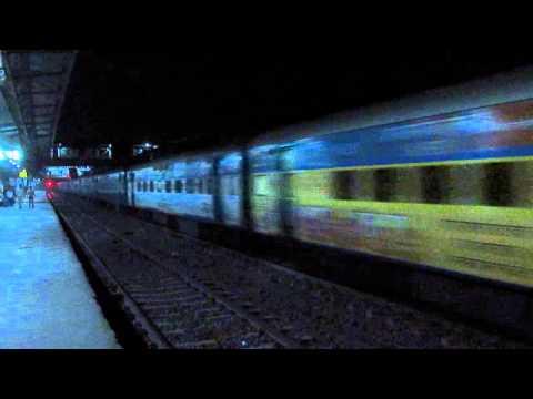 11013 Mumbai LTT - Coimbatore (Kurla) Express crossing Badlapur !!