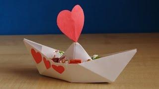 Подарок на 14 февраля. Валентинка своими руками из бумаги и конфет. Поделки.