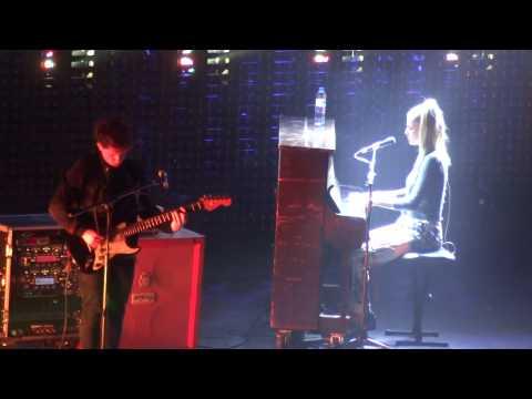 "London Grammar ""Interlude (live)"" @Palais Des Sports (22/10/2014)"
