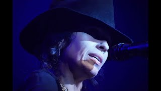 Linda Perry Accepts the Powerhouse Award at the 2020 She Rocks Awards