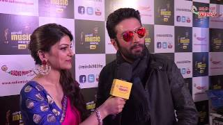 Vishal and Shekhar get candid with RJ Yachna at the #MMAWARDS RED CARPET