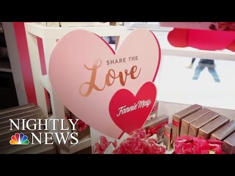 Last-Minute Lovebirds Race To Show Valentine's Day Affections | NBC Nightly News