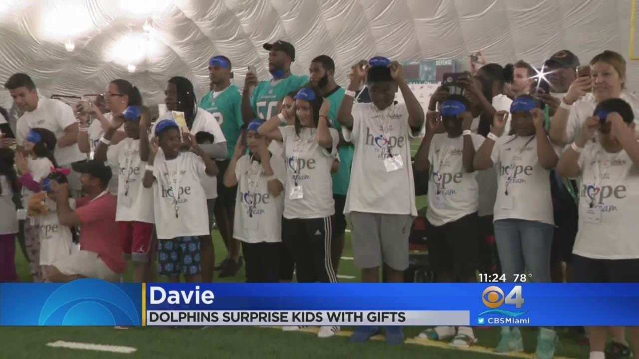 786847a3 Miami Dolphins Surprise Underprivileged Kids At Their Practice Facility