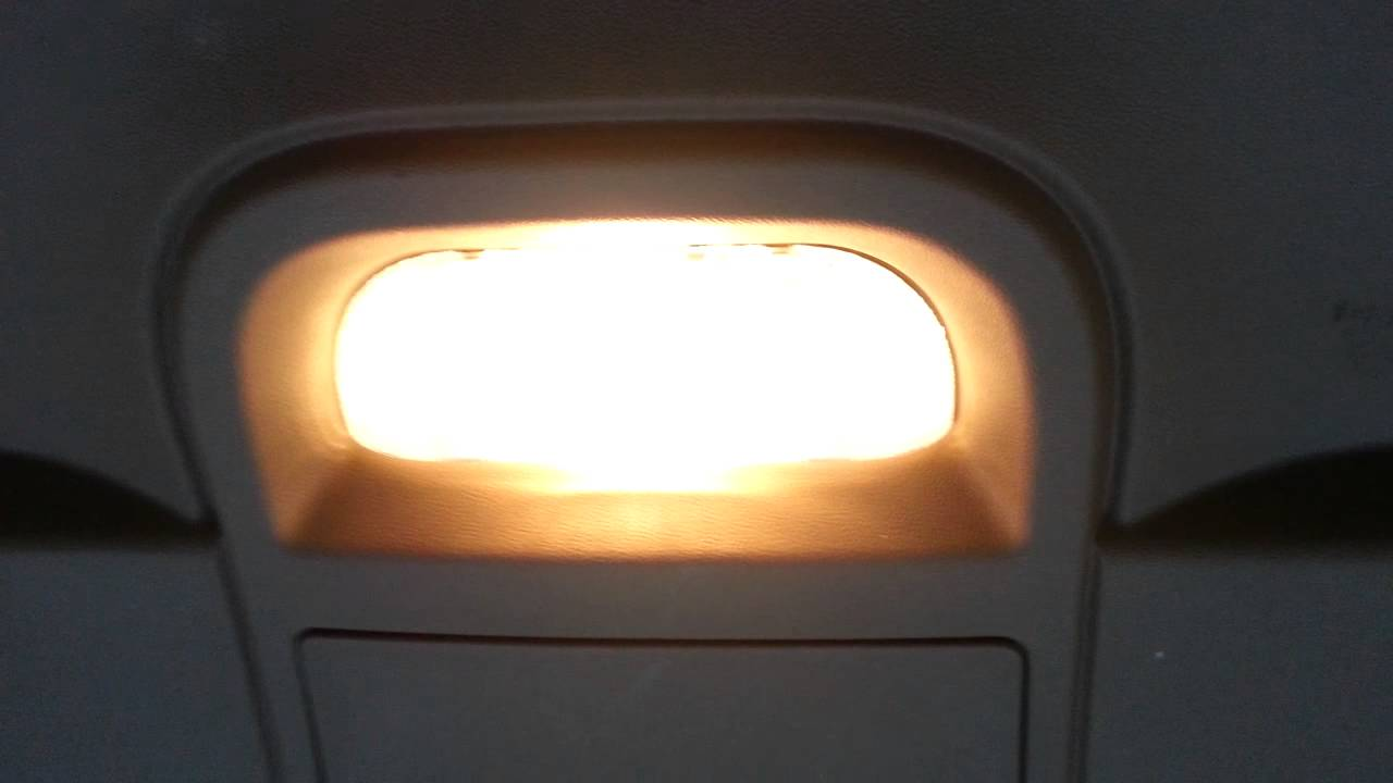2012 Chrysler Town Country Cargo Area Light Bulb In Tail Gate