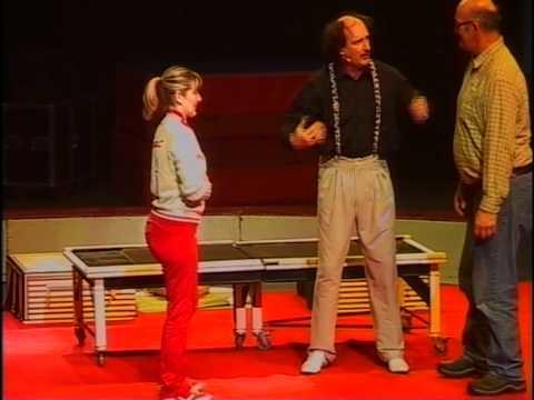 """Le Grand Cirque de Noël des """"Frères LAVILLE"""" présente, La femme coupée en deux! - YouTube"""