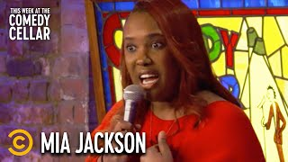 How People Act Around a Tall Woman - Mia Jackson - This Week at the Comedy Cellar
