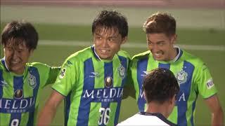 岡本 拓也(湘南)のクロスが相手選手に当たってゴールに吸い込まれ、湘...