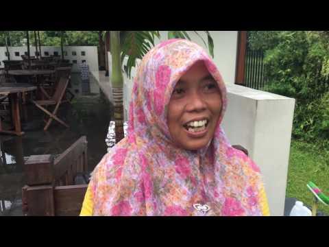 Podróżnik Michał Cessanis rozmawia w Indonezji o Robercie Lewandowskim