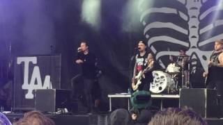 The Amity Affliction - I Bring The Weather With Me (Live, Download Festival 2016)