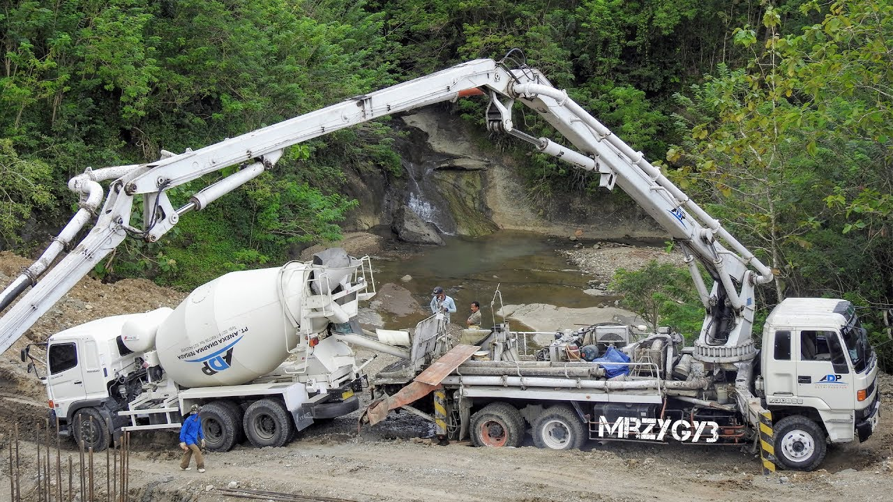WOW!! Ready Mix Concrete Pump Truck Working On Steep Site