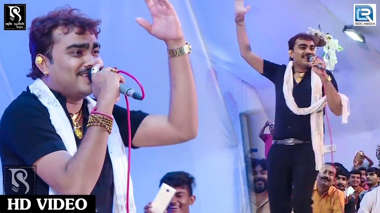 Download જોવો Jignesh Kaviraj ની મોગલધામમાં મોજ - Jignesh Kaviraj - Mogaldham Bhaguda Live 2018 - Part 10