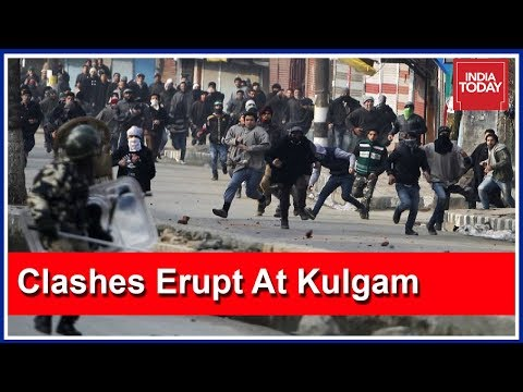 Massive Clashes Erupt At Encounter Site In Kulgam, Jammu & Kashmir