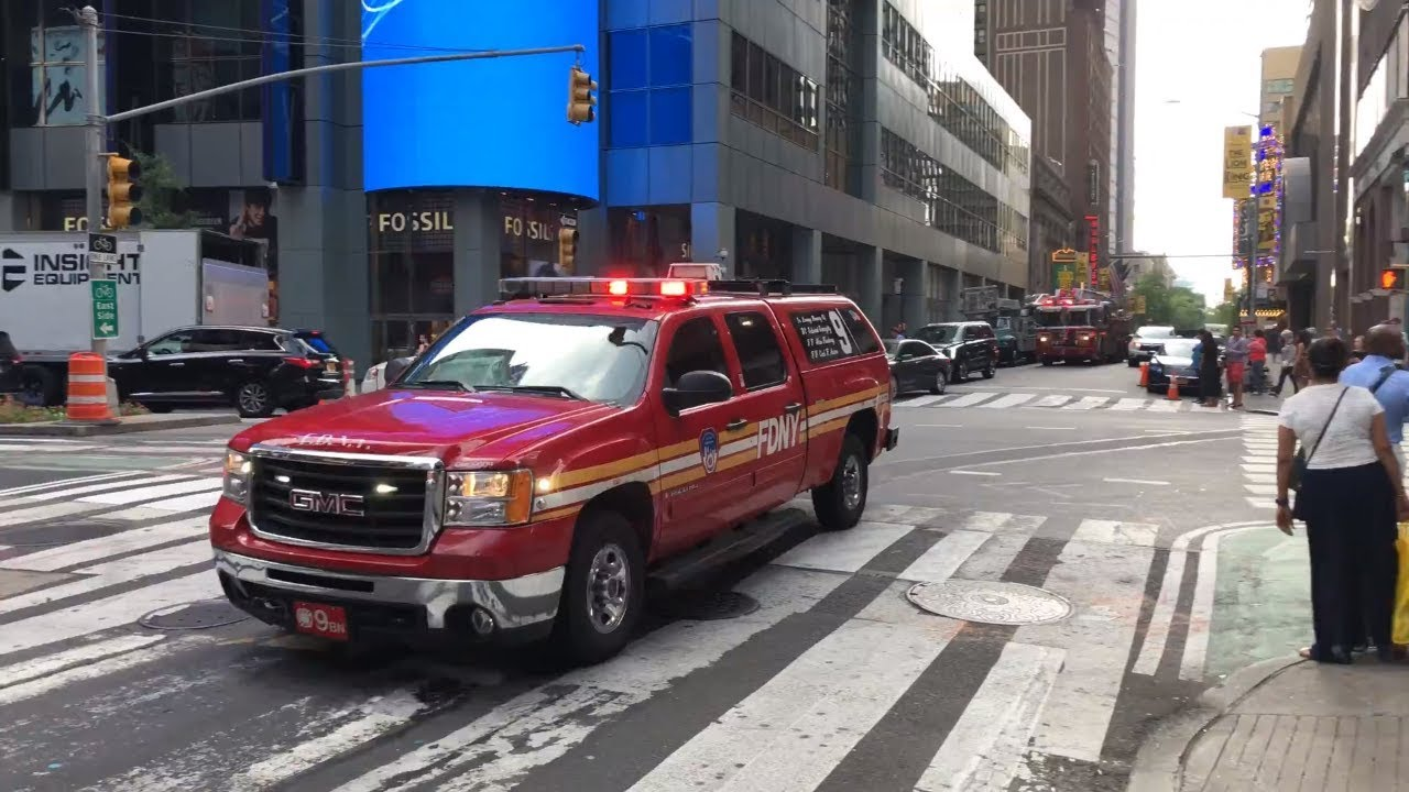 5aa5d4eeb NYPD, FDNY, EMS Responding to Emergencies in Times Square - YouTube