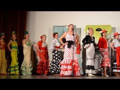 Desfile de modelos solidario de trajes de flamenca