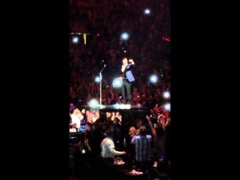Justin Timberlake Taking A Shot With St. Louis 20/20 Tour