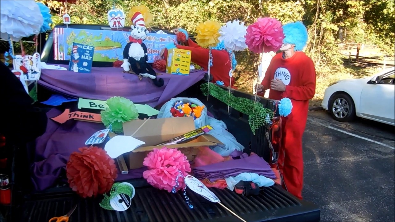 Dr. Seuss Trunk or Treat decorations - YouTube