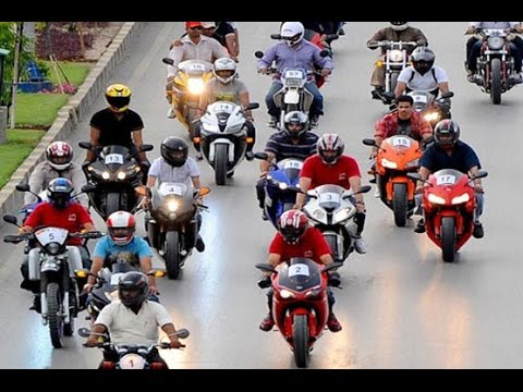 Heavy Bikers of Lahore in extreme action | Dunya News