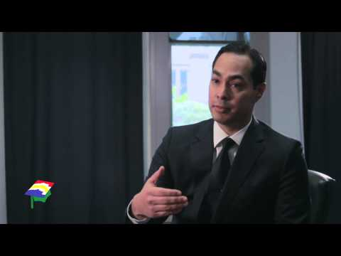 Mayor Julián Castro - Diplomás (San Antonio Education Partnership)