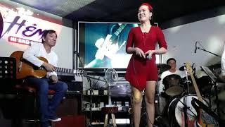 Người Sài Gòn Ăn Chơi Không Ngại Mưa Rơi - Phòng Trà Ca nhạc là nơi nhiều người Sài gòn ghé mỗi đêm