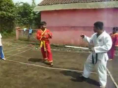 "film indonesia hariji ""silat vs karate"" - YouTube"