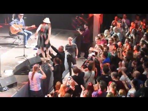 Nouvelle Vague (end of concert - Lissette Gonzales Alea in crowd) @ Bratislava 19.5.2016