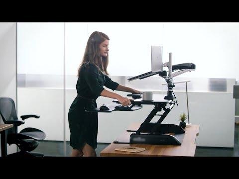 .這是一台可以塗鴉的電動升降電腦桌