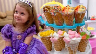 حواء وأمي يلعبان ألعاب الآيس كريم الملونة. ice cream story | Eva Bravo