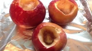 Вкусный десерт. Запеченные яблоки с кексами.