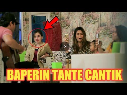 BAPER!! TANTE CANTIK INI TERSIPU MALU