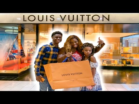 WE SURPRISED OUR MOM WITH HER DREAM LOUIS VUITTON BAG!!!!