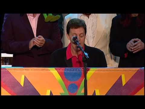 Paul McCartney and all musicians - Hey Jude (Buckingham Palace Garden, London, 2002).mp4