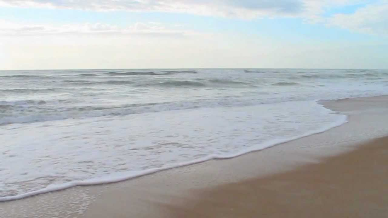 Soothing Ocean Waves On The Beach 720p