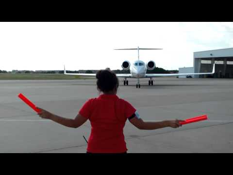 Gulfstream 550 Arriving at Airport