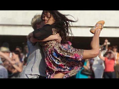 Видео, Моя Планета устроила танго-флешмоб с оркестром в центре Москвы. Это надо ВИДЕТЬ