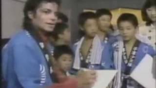 マイケルの民族衣装や制服姿など集めてみました。