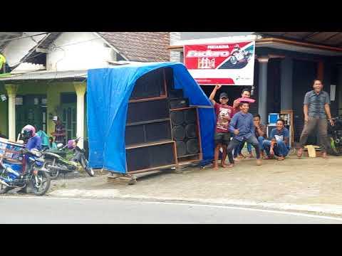 Street radio in Jawa Timur / Bromo Region, Jalan Nasional 3