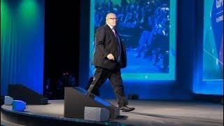 Wirtschaftsminister: Altmaier bricht sich bei Sturz von Bühne das Nasenbein