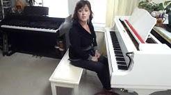 Piano bench vs. piano stool