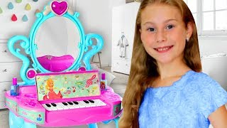 Sasha pretend play with Makeup Vanity Piano table toy