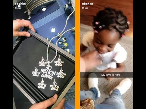 Download Davido Buys 30 Billion Gang Chain For His Cute Daugther, As He reunites with His baby mama
