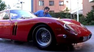 数十億円? 超高級車・フェラーリ250GTOが洗車中に…