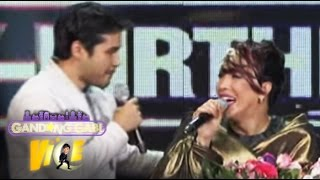 Atom Araullo surprises Vice Ganda with flowers