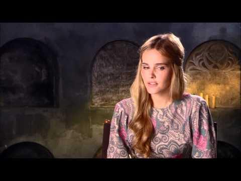 IMMORTALS Set : Isabel Lucas