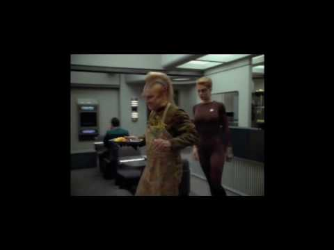 Seven of Nine eats food (HD)