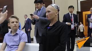 Робот София в Казахстане встретилась со школьниками