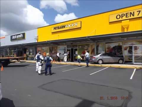 Lismore Radio - Vehicle Into Shop