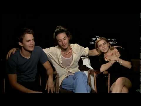 'Perks of Being a Wallflower' Interview - Johnny Simmons, Ezra Miller & Mae Whitman