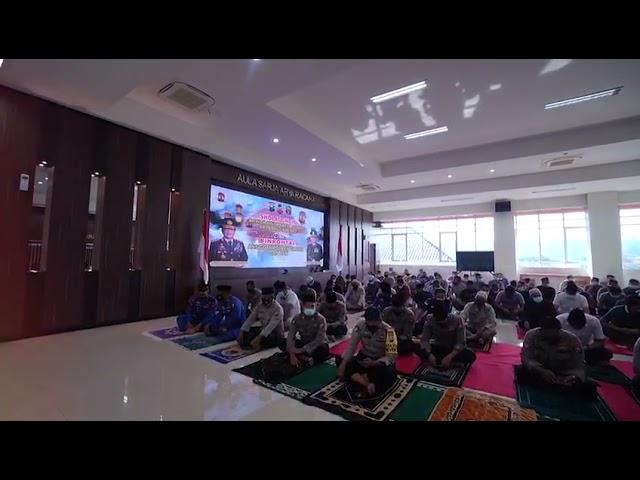 Anggota Polres Gresik Sholat Ghaib Untuk Awak Kapal KRI Nanggala 402